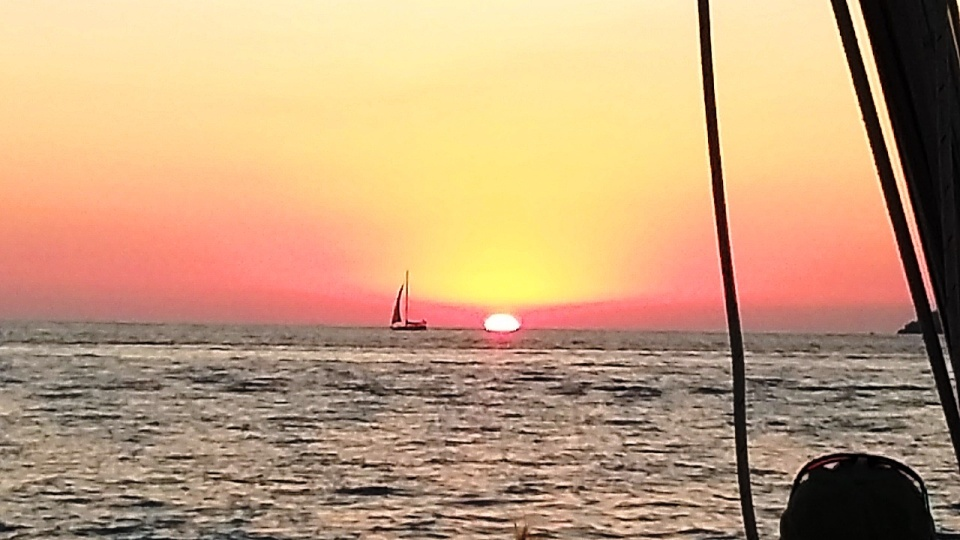 sun-set-sailboat