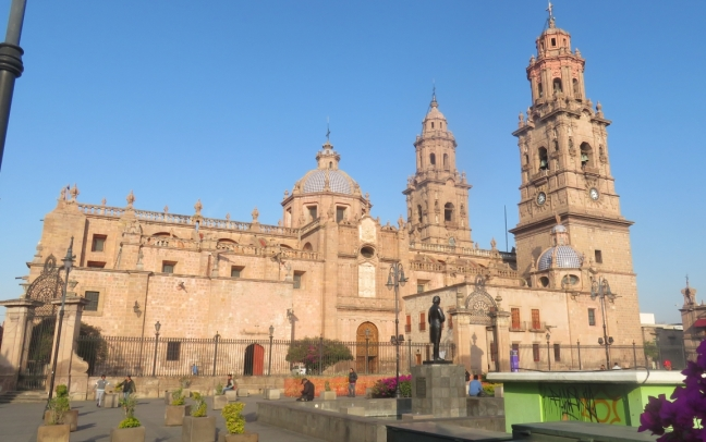 Construction of the Morelia Cathedral was begun inb 1660 & completed 84 years later in 1744. Thank goodness it's not in the City of Los Gatos, CA or they might still be waiting for a building permit. Sorry Linda & Kristi
