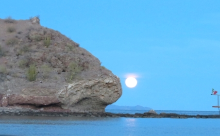 The moon rise from the anchorage in San Juanico--Baja.